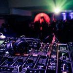 Attrezzatura per DJ: Tutti gli strumenti che ti servono per diventare DJ