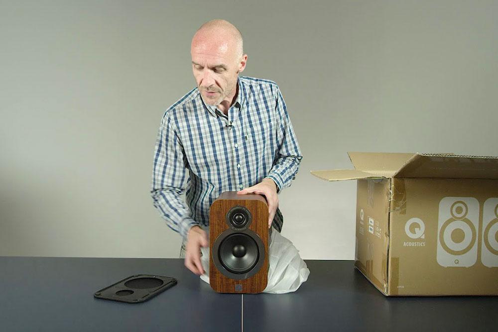 Q-Acoustics-Q-3020i-unboxing